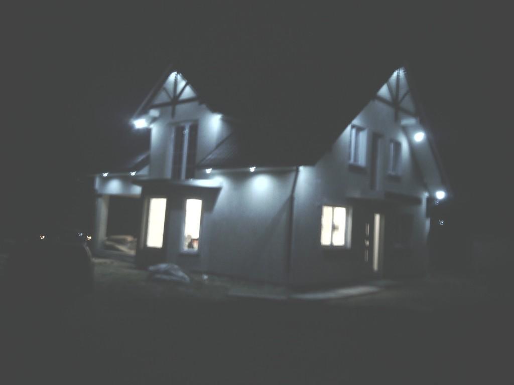 Nocne oświetlenie zewnętrzne