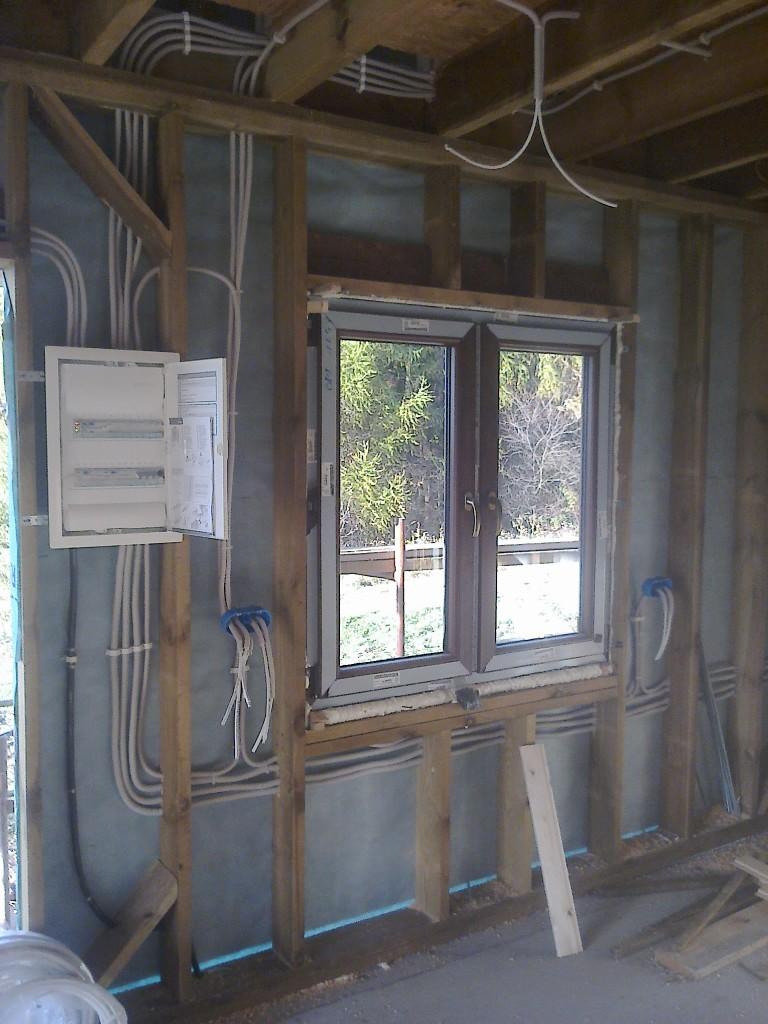 Instalacje elektryczne w budynku drewnianym